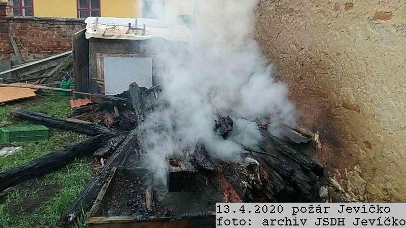 2020_04_13_pozar_Jevicko-09